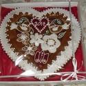 Szív dobozban, Magyar motívumokkal, Esküvő, Dekoráció, Meghívó, ültetőkártya, köszönőajándék, Mézeskalácssütés, Mézeskalácsból készült szív. Piros-fehér, illetve fehér-natúr változatban készülnek. Ajánlom esküvő..., Meska