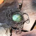 Labradorit köves acél nyaklánc, Ékszer, Nyaklánc, Ezt a  csodásan fénylő Labradoritot  foglaltam ebbe, a fantasztikusan kuszán  tündéri medálba..., Meska