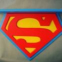 SupermanPolc, Baba-mama-gyerek, Bútor, Gyerekszoba, Polc, Kreatív gyerekszobai kiegészítő. Méretek: MA: 50cm SZÉ: 65cm MÉ: 18cm  , Meska