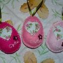 Filcből készült romantikus tojások!, Dekoráció, Húsvéti apróságok, Dísz, Ünnepi dekoráció, Varrás, Hímzés, Szeretettel köszöntelek!  Filcből készítettem tojásokat,kivágott rózsás textil mintával, elején hím..., Meska