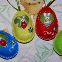 Filcből készült nyuszis tojások!, Dekoráció, Húsvéti apróságok, Dísz, Ünnepi dekoráció, Varrás, Hímzés, Szeretettel köszöntelek!  Filcből készítettem tojásokat,kivágott nyuszis textil mintával, elején hí..., Meska