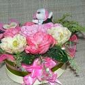 """Rózsaszín-bézs """"szeretlek"""" virágbox, Dekoráció, Húsvéti díszek, Otthon, lakberendezés, Dísz, Virágkötés, Szeretettel köszöntelek!  Virágboxot készítettem selyemvirágokból pici rózsaszín kutyussal és szere..., Meska"""