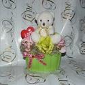 Macis virágbox , Szerelmeseknek, Dekoráció, Ünnepi dekoráció, Szeretettel köszöntelek!  Habrózsákból és plüssmaciból virágboxot készítettem! Ez az 1 db készült be..., Meska