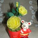 Szerelmes egérke sárga rózsával - harisnyavirág, Dekoráció, Otthon, lakberendezés, Szerelmeseknek, Asztaldísz, Szeretettel köszöntelek!  Harisnyából készült rózsa kedves egérkés kaspóban! Teljes magassága: 20 cm..., Meska