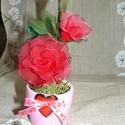 Vörös rózsa szivecskés kaspóban - harisnyavirág, Dekoráció, Otthon, lakberendezés, Szerelmeseknek, Asztaldísz, Szeretettel köszöntelek!  Harisnyából készült rózsa kedves szívecskés kaspóban! Teljes magassága: 20..., Meska