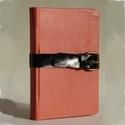 Max - barack színű bőr notesz napló emlékkönyv 13x9 cm , Naptár, képeslap, album, Jegyzetfüzet, napló, Valódi bőr borítású notesz, görgős csattos záródással, könyvjelzővel. Mintás előzékpapírral. A belív..., Meska