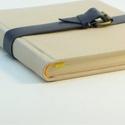 Edgár - notesz, napló, emlékkönyv - drapp velúr bőr 16x16 cm , Naptár, képeslap, album, Jegyzetfüzet, napló, Könyvkötés, Papírművészet, Valódi velúr bőr borítású notesz, csatos záródással, könyvjelzővel. A pöttyös előzékpapír különös k..., Meska