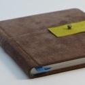 Tánya - notesz, napló, emlékkönyv - barna velúr bőr 16x16 cm , Naptár, képeslap, album, Jegyzetfüzet, napló, Könyvkötés, Papírművészet, Valódi velúr bőr borítású notesz, bőrgomb záródással, könyvjelzővel. A pöttyös előzékpapír különös ..., Meska