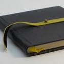 Lőrinc - notesz, napló, emlékkönyv - fekete bőr 16x16 cm , Naptár, képeslap, album, Jegyzetfüzet, napló, Könyvkötés, Papírművészet, Valódi bőr borítású notesz, bőrgomb záródással, könyvjelzővel. A pöttyös előzékpapír különös kedven..., Meska