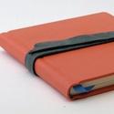 Rozvita- notesz, napló, emlékkönyv - barack színű bőr 16x16 cm , Naptár, képeslap, album, Jegyzetfüzet, napló, Valódi bőr borítású notesz, bőrgomb záródással, könyvjelzővel. A pöttyös előzékpapír különös kedvenc..., Meska
