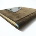 Eliot - notesz, napló, emlékkönyv - barna velúr bőr 16x16 cm  - 365, Naptár, képeslap, album, Jegyzetfüzet, napló, Valódi velúr bőr borítású notesz, bőrgomb záródással, könyvjelzővel. A pöttyös előzékpapír különös k..., Meska