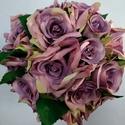 Lila rózsás menyasszonyi csokor, Esküvő, Dekoráció, Otthon, lakberendezés, Esküvői csokor, Virágkötés, Lila selyem rózsákból készült romantikus csokor. A csokor szára beige organzával van betekerve és e..., Meska