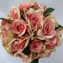 Rózsaszín rózsás menyasszonyi csokor, Esküvő, Dekoráció, Otthon, lakberendezés, Esküvői csokor, Rózsaszín selyem rózsákból készült romantikus csokor. A csokor szára beige organzával van b..., Meska