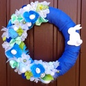Kék-zöld virágos húsvéti kopogtató, Dekoráció, Ünnepi dekoráció, Húsvéti apróságok, Dísz, Virágkötés, Egyedi, tartós húsvéti kopogtatót készítettem kék és zöld színvilággal A szalmakoszorú alapot kék t..., Meska