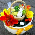 Húsvéti asztaldísz kaspóban, Dekoráció, Dísz, Ünnepi dekoráció, Húsvéti apróságok, Virágkötés, Tartós asztaldíszt készítettem egy nagyon szép formájú kerámia kaspóban. A kaspót erős kreppel és k..., Meska