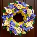 """""""Rózsakert"""" kopogtató (22 cm), Dekoráció, Otthon, lakberendezés, Dísz, Ajtódísz, kopogtató, Virágkötés, Gyönyörű rusztikus vajszín - barack rózsákat, lila orgonákat és mini kálákat rendeztem el szimmetri..., Meska"""