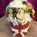 Asztaldísz virágokkal - termésekkel kaspóban, Dekoráció, Otthon, lakberendezés, Dísz, Asztaldísz, Virágkötés, Egy bordó kerámia kaspóba készítettem el ezt a díszt. A kaspóba hungarocell gömböt erősíttettem, ma..., Meska