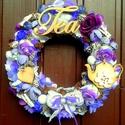 """""""Teázzunk a kertben!"""" kopogtató (22 cm), Dekoráció, Otthon, lakberendezés, Dísz, Ajtódísz, kopogtató, Virágkötés, A szalmakoszorú alapot lila hálós szalaggal vontam be, erre került a díszítés: textil virágok, term..., Meska"""