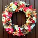 Őszi árnyalatok kopogtató - gombákkal és almákkal nagy méret (28 cm), Dekoráció, Otthon, lakberendezés, Dísz, Ajtódísz, kopogtató, A szalmakoszorú alapot organza anyaggal tekertem be, majd erre került a díszítés: mű virágfejek, tob..., Meska