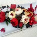 Ajándék virágtál fa szívvel (26,5 cm x 13,5 cm) KÉSZTERMÉK, Szerelmeseknek, Dekoráció, Otthon, lakberendezés, Dísz, Valentin napi ajándékot készítettem egy fehér kerámia tálra gyönyörű vörös és vajszín virágokból mas..., Meska
