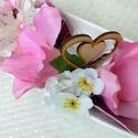 Ajándék virágtál  fa szívvel rózsaszín KÉSZTERMÉK  , Dekoráció, Otthon, lakberendezés, Dísz, Asztaldísz, Egy hosszúkás porcelán tálra készítettem el ezt a díszt rózsaszín árnyalatú virágokkal. Ajándéknak a..., Meska