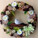 Madárkás tavaszi terméskoszorú (23 cm) KÉSZTERMÉK, Dekoráció, Otthon, lakberendezés, Csokor, Ajtódísz, kopogtató, Természetes kopogtatót készítettem kismadárral, sok-sok terméssel és virágokkal.  A szalmakoszorú al..., Meska