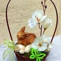 Nyuszis tavaszi / húsvéti díszkosár KÉSZTERMÉK, Dekoráció, Otthon, lakberendezés, Dísz, Asztaldísz, Tavaszi díszkosarat készítettem kerámia nyuszival, virágokkal vesszőkosárban. Örök dísz.  A kosarat ..., Meska