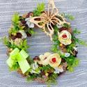 Zölderdő kopogtató (23 cm) KÉSZTERMÉK, Otthon, lakberendezés, Anyák napja, Ajtódísz, kopogtató, Tavaszinyári kopogtatót készítettem sok terméssel, virággal és zöldekkel.  A szalmakoszorú ..., Meska