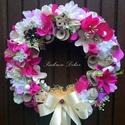 Tavaszi kopogtató  lila (28 cm) KÉSZTERMÉK, Dekoráció, Otthon, lakberendezés, Dísz, Ajtódísz, kopogtató, Mindenmás, Virágkötés, Tavaszi kopogtató selyemvirágokkal, mű zöldekkel, dekor bogyókkal, kócos mohával, háncs tölcsérekke..., Meska