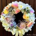 Tulipános tavaszi kopogtató pasztell  (28 cm) KÉSZTERMÉK, Dekoráció, Otthon, lakberendezés, Dísz, Ajtódísz, kopogtató, Mindenmás, Virágkötés, Pasztell ajtódísz élethű tavaszi virágokkal, mű apró bogyós zöldekkel, pom-pomokkal, szizállal, hál..., Meska