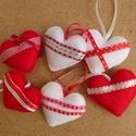 Filc szív dekoráció, 6 db, felakasztható, Valentin napi, esküvői szív dekoráció, piros, fehér, Dekoráció, Esküvő, Dísz, Varrás, Puha, szaténszalaggal díszített szívek: remek dekorációja az otthonod falán, ajtaján, de ugyanígy e..., Meska