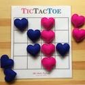"""'Tic Tac Toe' amőba társasjáték 3x3-as és 4x4-es játékmezővel, filc szív játékfigurákkal, Szerelmeseknek, Játék, Társasjáték, A régről ismert """"Amőba"""" (angolul Tic Tac Toe) társasjáték 2 játékos számára.  A játékfig..., Meska"""