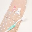 Úti fogkefe tartó - pöttyös, NoWaste, Textilek, Textil tároló, Varrás, Textilből készült, mosható fogkefe tartó utazáshoz. Belefér két fogkefe és egy fogkrém.  Mérete: 9x..., Meska