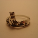 cicás gyűrű, Ékszer, Gyűrű, Rendelhető: 925-ös finomságú ezüstből készült gyűrű, egy ülő és mellette egy fekvő cica antikolva, h..., Meska