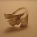 ezüst ginkgo gyűrű, Ékszer, Gyűrű, 925-ös finomságú ezüstből készült a 2 ginkgo levelet ábrázoló gyűrű. mérete 55-ös. kérhető más méret..., Meska