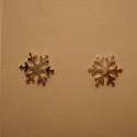 ezüst hópihe fülbevaló, Ékszer, Fülbevaló, 925-ös finomságú ezüstből készült bedugós hópihe fülbevaló, kb.9 mm átmérőjű , Meska