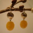 ezüst napsugár fülbevaló, Ékszer, Fülbevaló, 925-ös ezüstből készült ez a fülbevaló. élénk narancssárga színű üveggyöngyök lógnak rajta. teljes h..., Meska