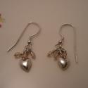 szívecskés ezüst fülbevaló, Ékszer, Fülbevaló, 925-ös finomságú ezüstből készült fülbevaló, a szívecskék fölött halvány rózsaszín üveggyöngyöl mozo..., Meska