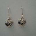 ezüst szív fülbevaló, Ékszer, Fülbevaló, 925-ös finomságú ezüstből készült szív formájú fülbevaló, közepén egy 1mm-es fekete gy..., Meska