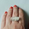 ezüst kunzit gyűrű, Ékszer, Gyűrű, 925-ös finomságú ezüstből készült, mutatós gyűrű. a fehér kunzit mérete kb. 23x12mm.a gy..., Meska