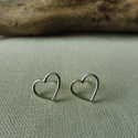Ezüst szív fülbevaló, Ékszer, Fülbevaló, 925-ös finomságú ezüstből készült, egyszerű, de mutatós drót szív füli. mérete 10x12mm , Meska