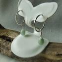 ezüst karika fülbevaló, Ékszer, Fülbevaló, 925-ös finomságú ezüstből készült karika fülbevaló, amire egy csepp fazettált jáde kerül..., Meska