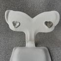 ezüst szív füli, Ékszer, Fülbevaló, 925-ös finomságú ezüstből készült a szív fülbevaló vésett felülettel.   Nagysága: 6mm , Meska
