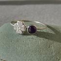 ametiszt-virágos ezüst gyűrű   , Ékszer, Esküvő, Gyűrű, 925-ös finomságú ezüstből készült 0,9mm-es drót gyűrűn egy 4mm-esametiszt van és mellette egy 6mm-es..., Meska