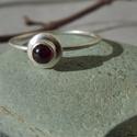 ezüst gránátos gyűrű   , 925-ös finomságú ezüstből készült gyűrű, ...