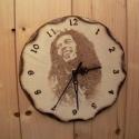 Bob Marley-kézzel égetett fa falióra, Férfiaknak, Dekoráció, Baba-mama-gyerek, Ünnepi dekoráció, Karácsonyi, adventi apróságok, Famegmunkálás, Mindenmás, Átmérője 22 cm ennek a hangulatos Bob Marley képpel díszített,égetett fa faliórának,melyet pirograv..., Meska