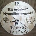 Pirográf óra- nyugdíjas, Otthon, lakberendezés, Falióra, óra, Famegmunkálás, Pirográf technikával készült falióra egyedi mintával. Tökéletes ajándék, a szoba dísze lehet. Méret..., Meska
