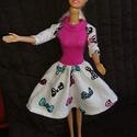 """Barbie babaruha """"Timi"""", Baba-mama-gyerek, Baba-mama kellék, Gyerekszoba, Egyedi, varrott, masnikkal díszített, Barbie babaruha. Vidám öltözet, egyben divatos és elegáns is. ..., Meska"""