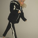 """Barbie babaruha """"Szandra"""", Baba-mama-gyerek, Játék, Baba-mama kellék, Baba játék, Barbie babaruha, fekete, kapucnis, cipzáras, bélelt szabadidő ruha. Pihenéshez ideális viselet. :-) ..., Meska"""