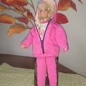 """Barbie babaruha """"Lara"""", Baba-mama-gyerek, Játék, Baba játék, Baba, babaház, Barbie babaruha, rózsaszín, kapucnis, cipzáras, bélelt szabadidő ruha. Pihenéshez ideális viselet. :..., Meska"""